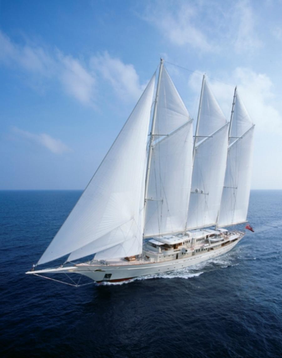 Sailing-yacht-Athena