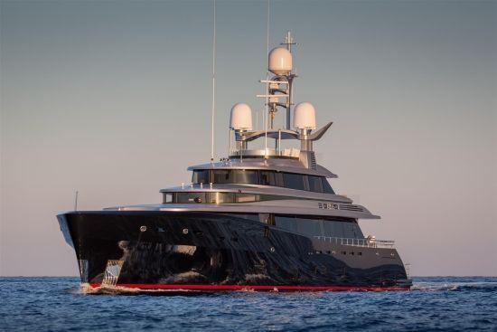 megayacht-feadship-superyacht-2015-07-Kiss