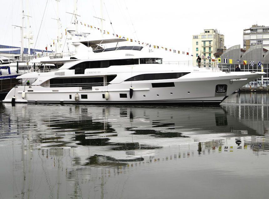 mega-yacht-Chrimi