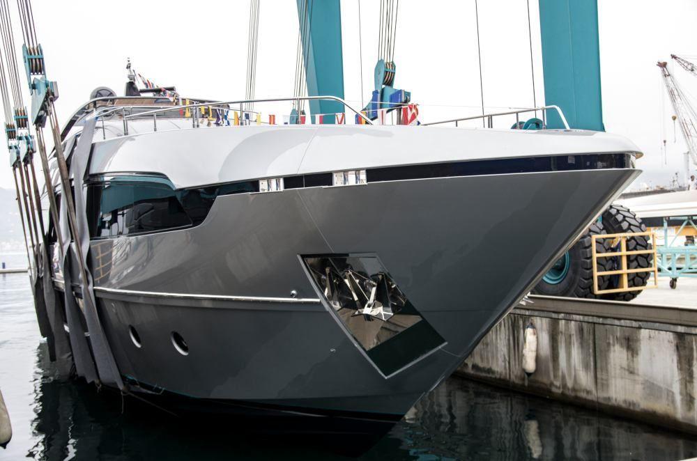 megayacht-riva-100-Corsaro-01