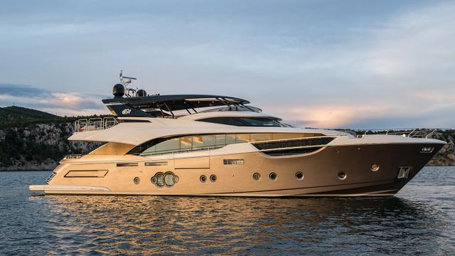 megayacht Monte Carlo Yachts MCY96 Mia side view 640x360