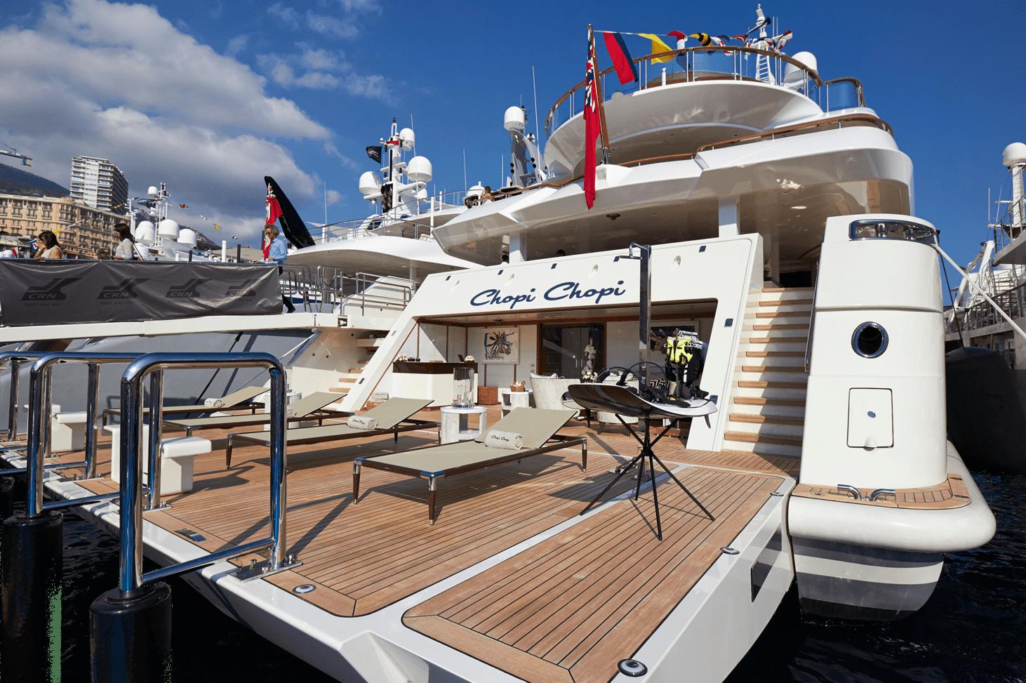 mega yacht rear boat show rev1 1492x973 min