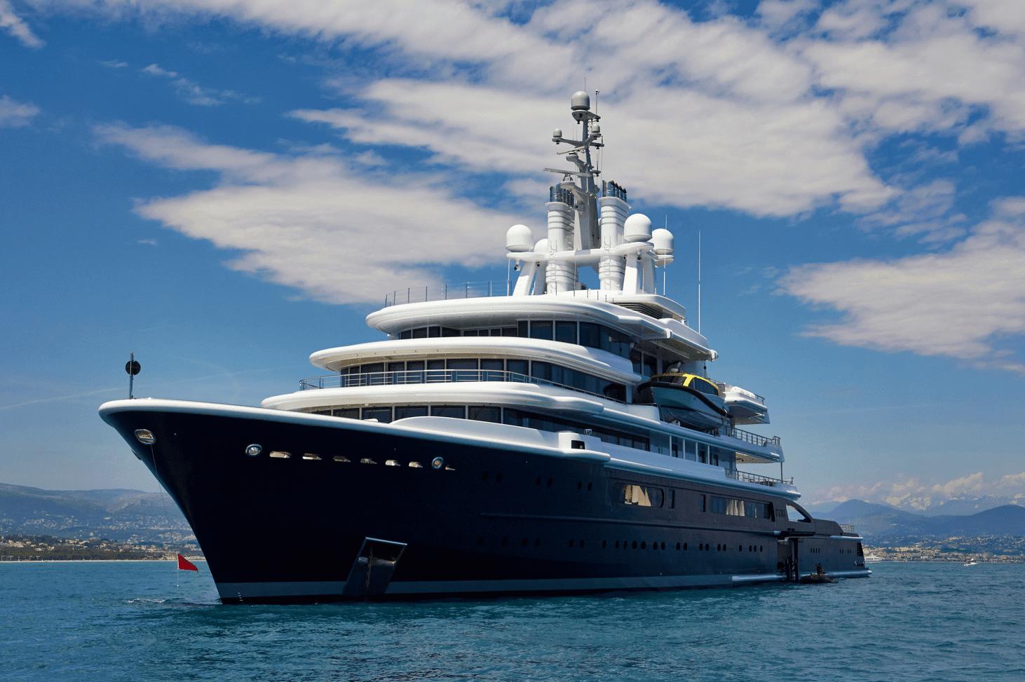 mega yacht superyacht large boat 3 min