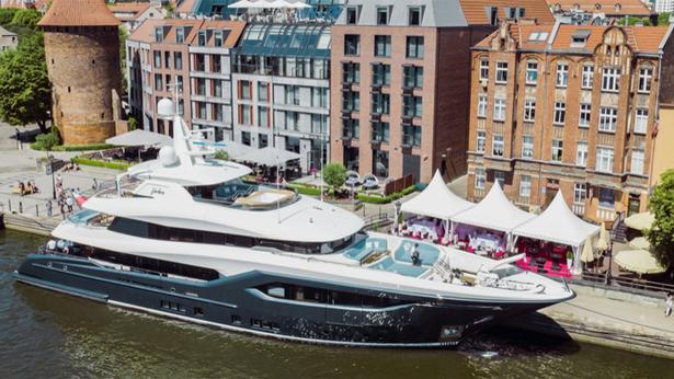 megayacht Conrad yachts